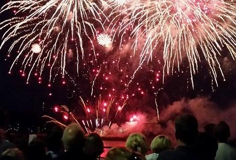 Link to the Sandling Fireworks UK website