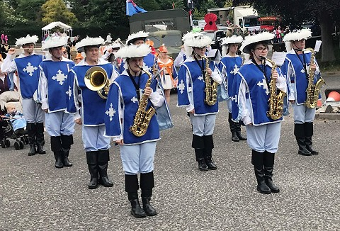 Link to the The Chesterfield Musketeers Showband website